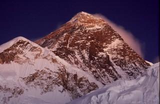 星月下のエベレスト山群